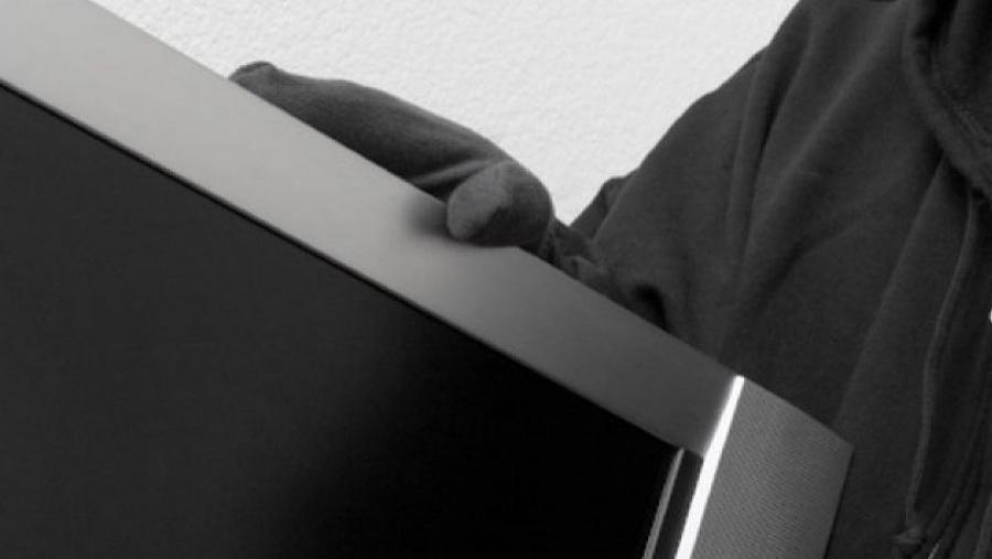 Житель Малоярославца обиделся на приятеля и украл у него телевизор и планшет