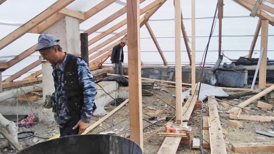 Жители северного региона жалуются на ущерб из-за ремонта крыш