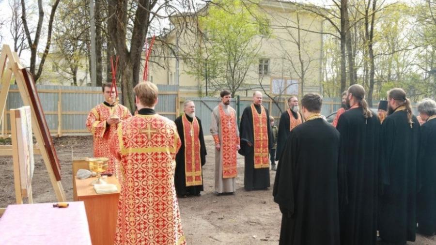 В Обнинске на месте будущего храма совершили молебен