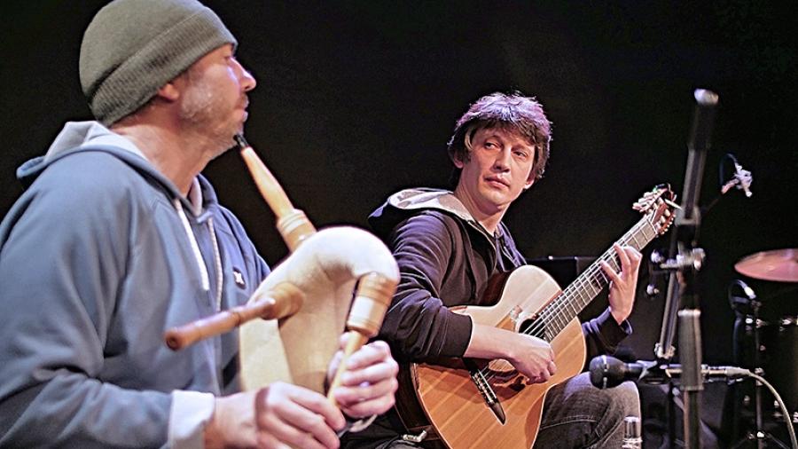 Лаборатория фолка: 21 февраля в ДК ФЭИ — концерт гитариста Михаила Оленченко и духовика Сергея Клевенского