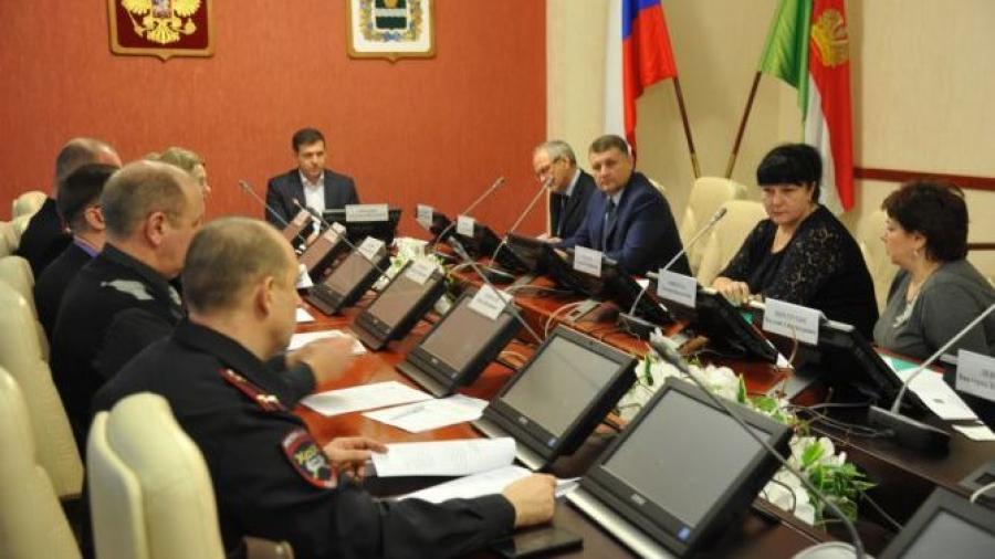 Депутаты Законодательного Собрания Калужской области обсуждают правила организации платных парковок