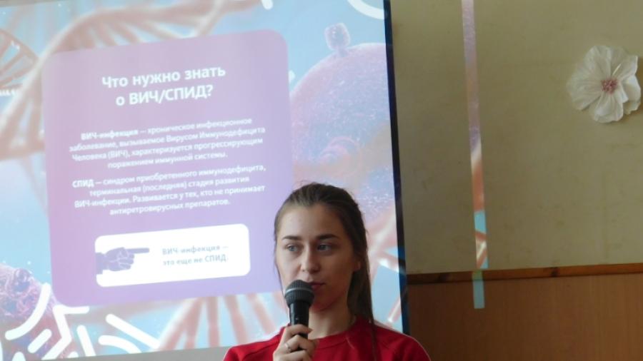 Волонтеры-медики рассказали школьникам о профилактике ВИЧ