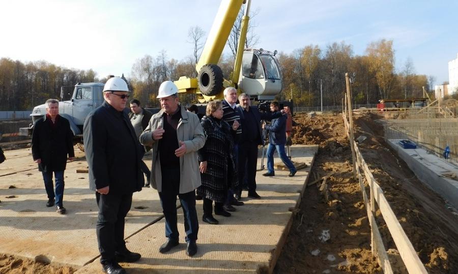 Стройплощадку госархива в Обнинске осмотрела делегация из Беларуси