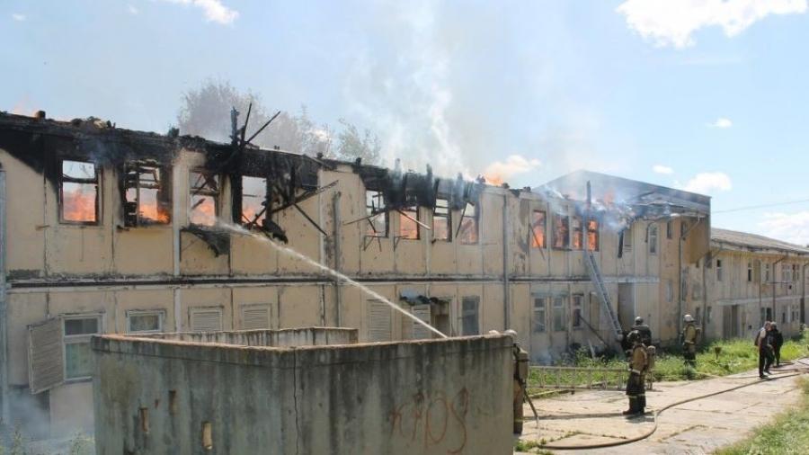 В Малоярославце вновь горит расселяемое общежитие - это третий пожар с начала месяца