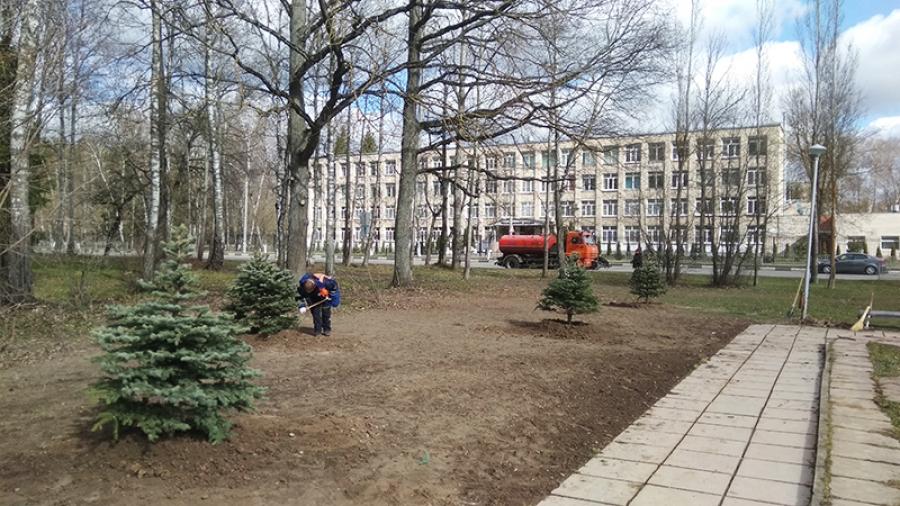 В Обнинске в преддверии празднования Дня победы продолжают высаживать «Сады памяти»