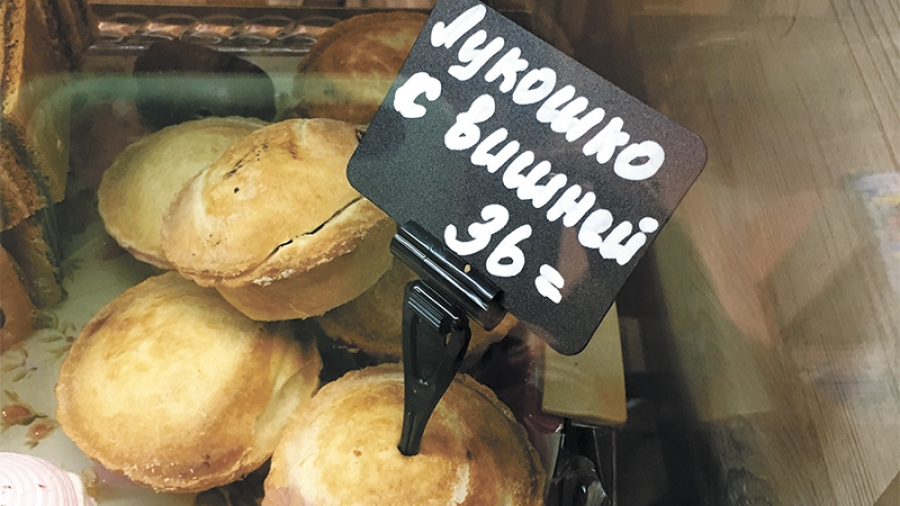 Жительницы Обнинска полакомились в боровском кафе пирожными с плесенью