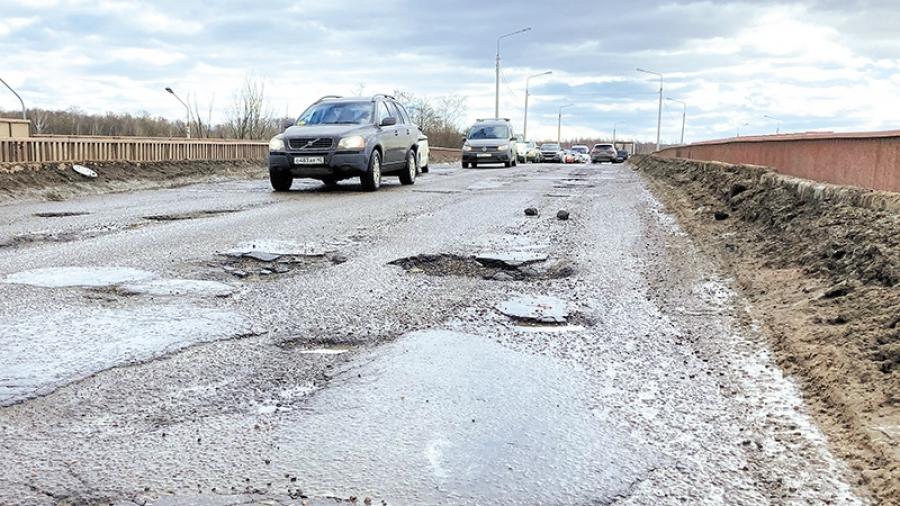 Весне дорогу? С потеплением на северном въезде в Обнинск «обнажились» огромные ямы.