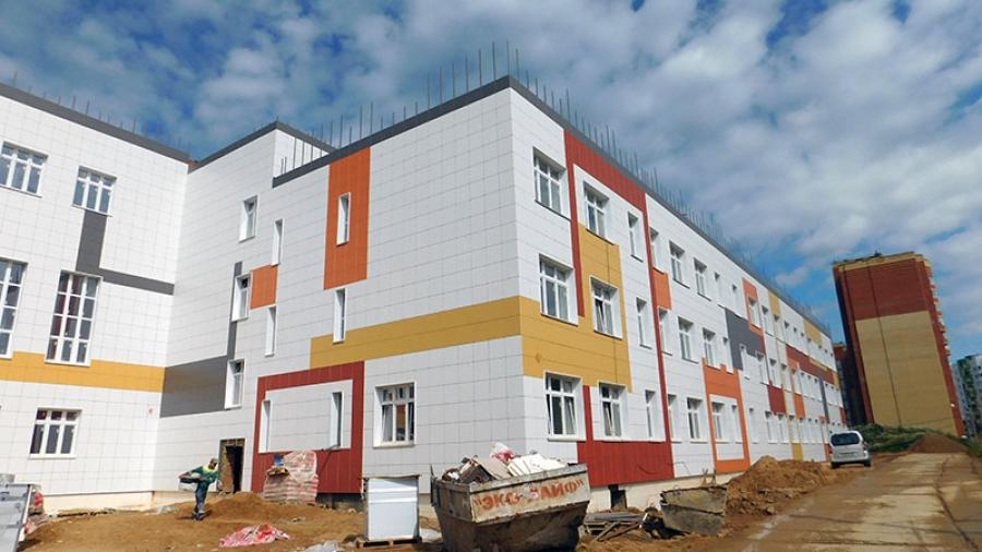 Строители хотят закончить строительство школы в Заовражье на месяц раньше запланированного