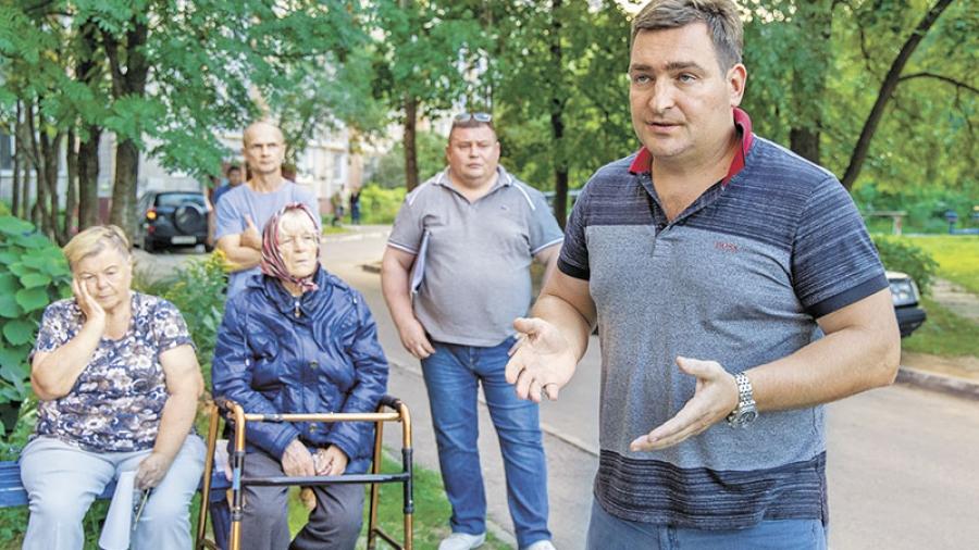 Роман Анциферов на встрече с жильцами