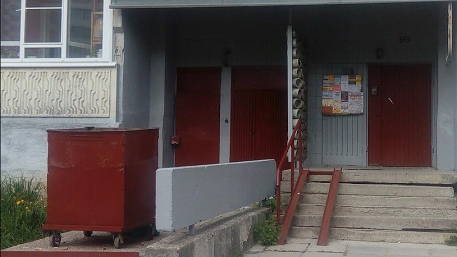 УК «Обнинск» ремонтирует входные группы обслуживаемых домов