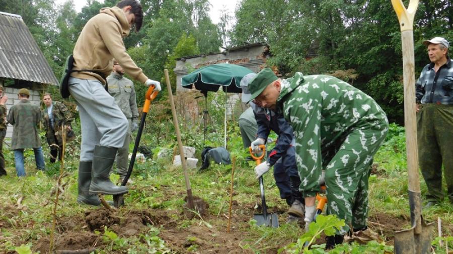 Волонтеры расчистили дот времен Великой Отечественной войны в селе Ильинское