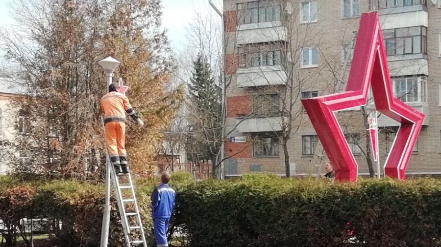 Обнинские коммунальщики украшают город ко Дню Победы