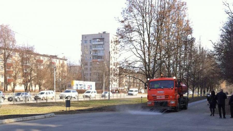 Этой весной в Обнинске не только проводят субботники один за одним, но еще и намывают тротуары, и даже ремонтируют газоны