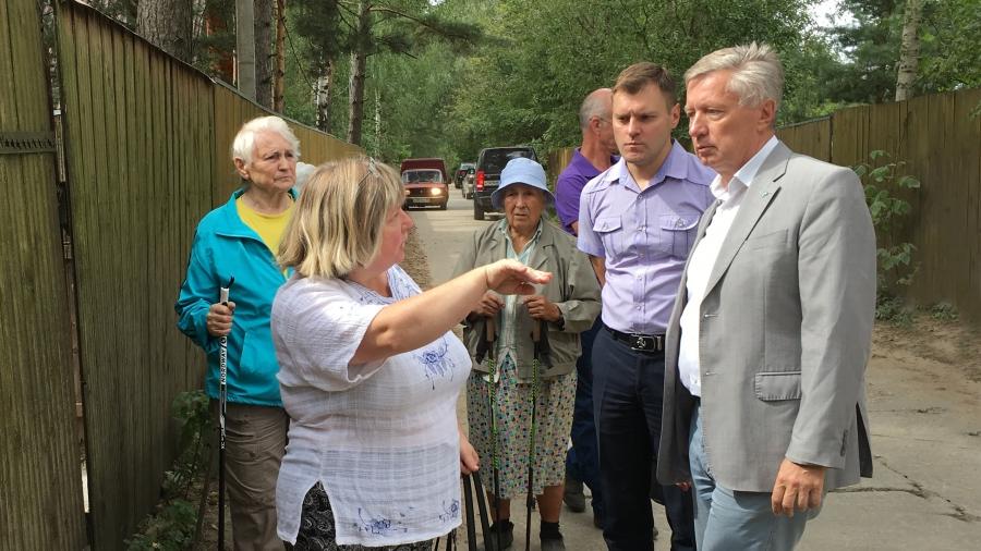 В обнинском садовом обществе «Химик-2» состоялось экстренное совещание с участием администрации города и депутата ЗС Олега Комиссара