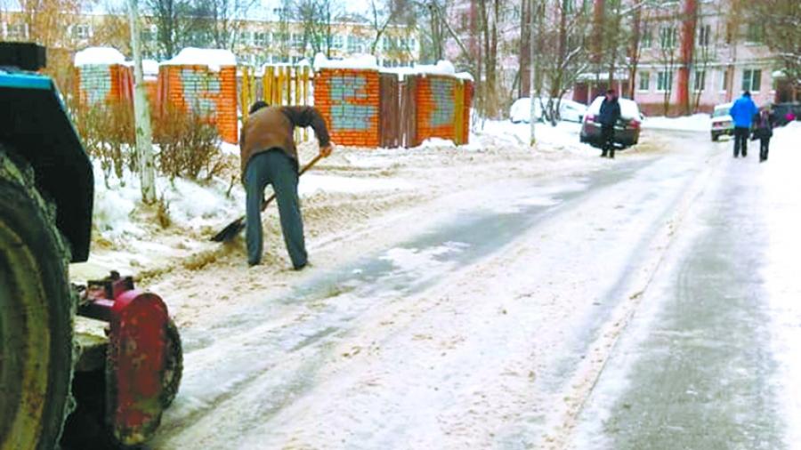 Директор УК ЖКУ Марина Зуева: «Мы поставили дворникам задачу чистить дороги во дворах от бордюра до бордюра»