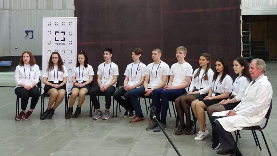 Обнинский школьник, решающий задачи по проектированию космической ракеты, пообщался с Дмитрием Медведевым
