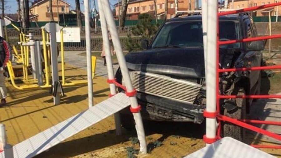 На перекрестке обнинских улиц Борисоглебской и Славского — одна впечатляющая авария за другой