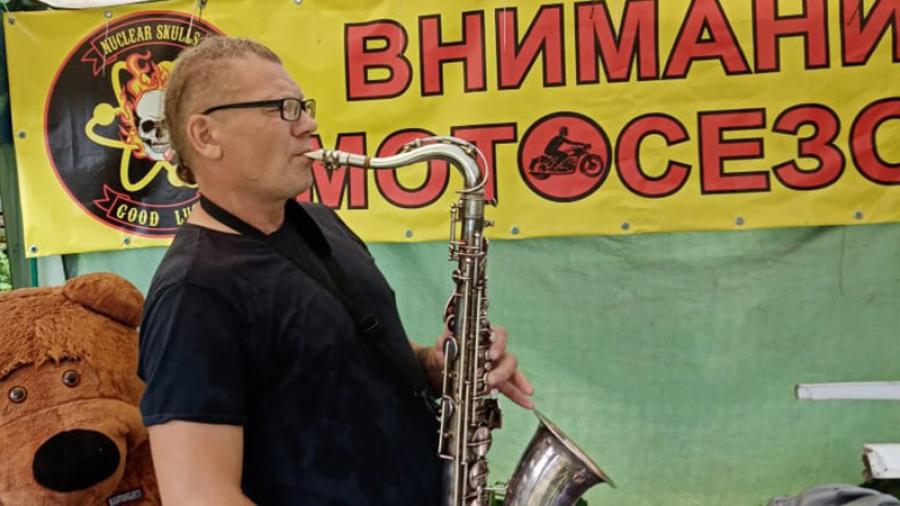 Житель Малоярославца организует уличные концерты, и выступают на них не только местные, но и известные столичные музыканты — абсолютно бесплатно
