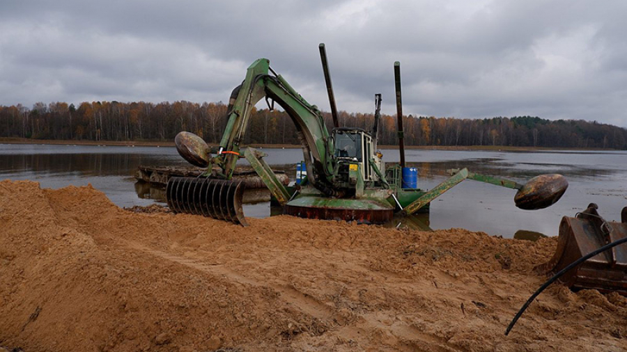 Жители города Ермолино требуют убрать ручей нечистот, текущих в Протву