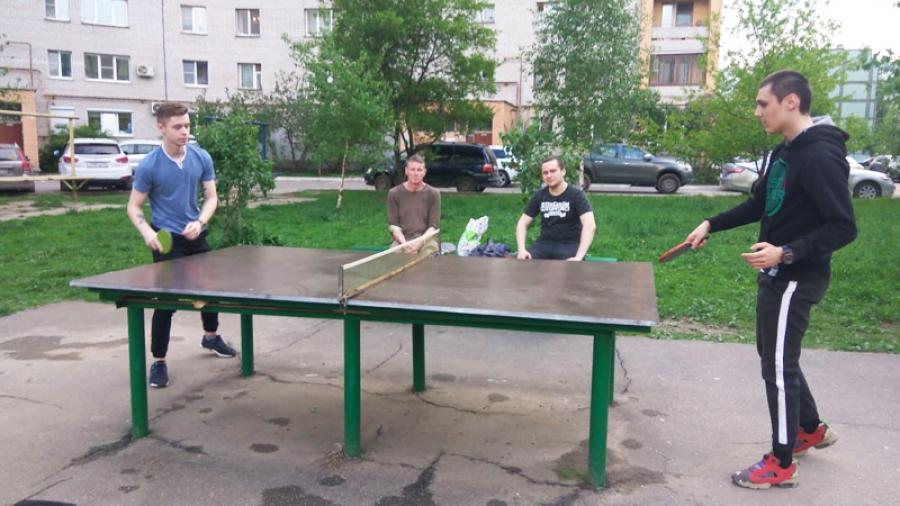 Энтузиаст и любитель из Обнинска Игорь Бордашов провел городской турнир по дворовому настольному теннису