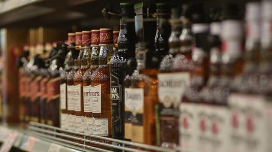 За алкоголем с учебной гранатой
