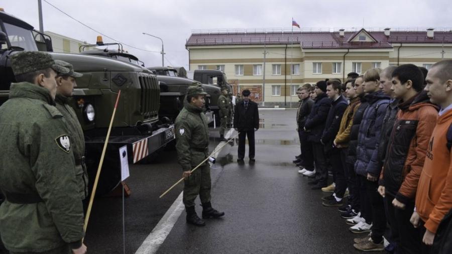 Первые 40 новобранцев осеннего призыва из Калужской области уже отправлены в войска