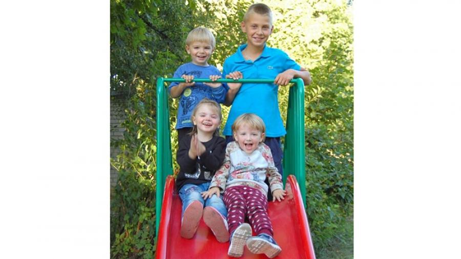 Осевшую в Малоярославце семью немецких беженцев вместе с маленькими детьми пытались в пожарном порядке выдворить из России - вопреки закону