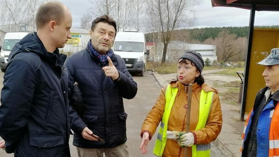 Депутаты проверили состояние автобусных остановок