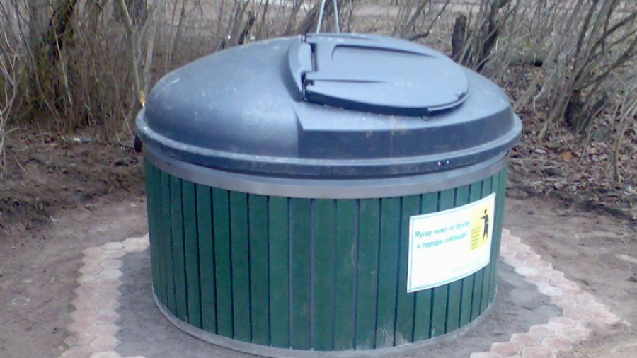 В Жукове мусорные баки закопают в землю