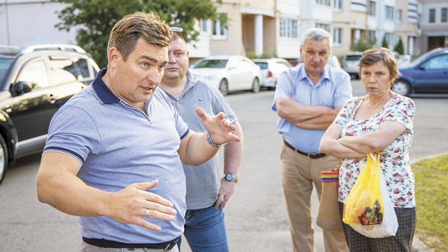 Жители обнинского дома №18 по Калужской встретились со своим депутатом Романом Анциферовым
