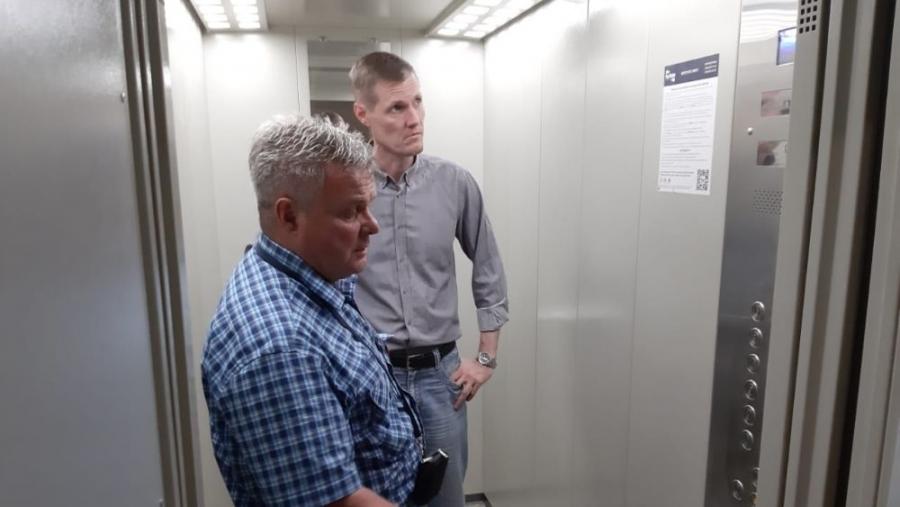 В Обнинске полным ходом меняют лифты