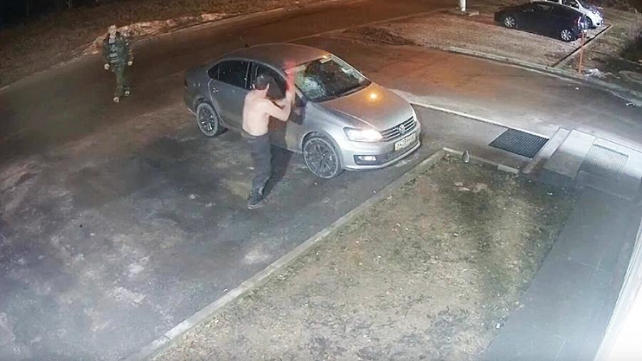 Жительница Обнинска возмущена: можно разбить две машины арматурой и остаться безнаказанным?!