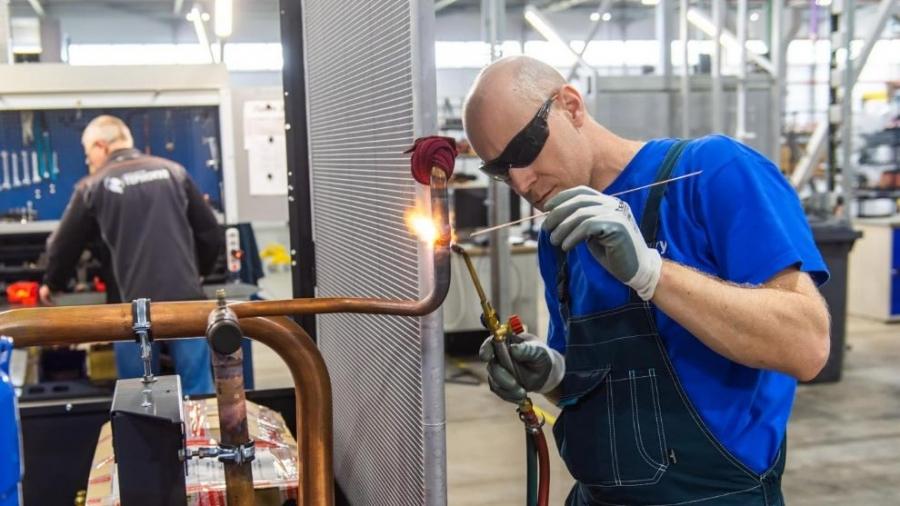 С завтрашнего дня некоторые крупные промышленные предприятия региона возобновят работу