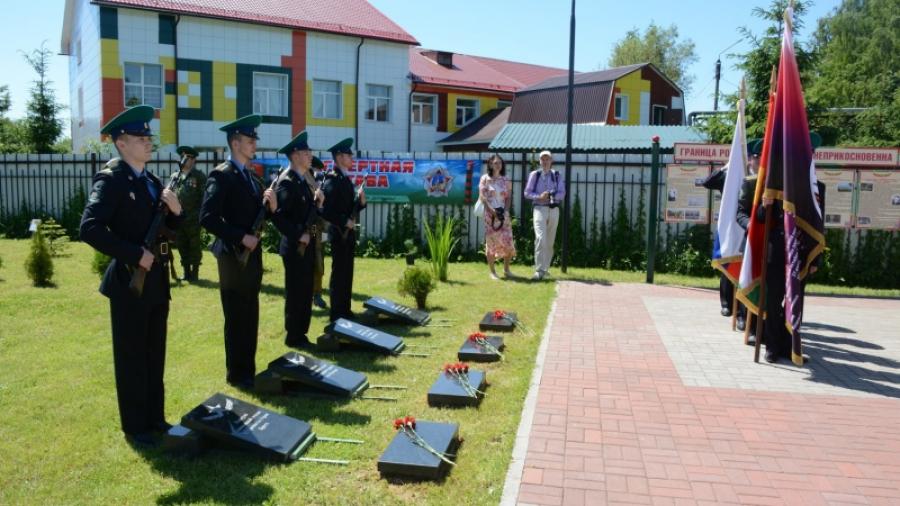 В Малоярославце в сквере Василия Петрова заложили капсулу священной земли с героических мест