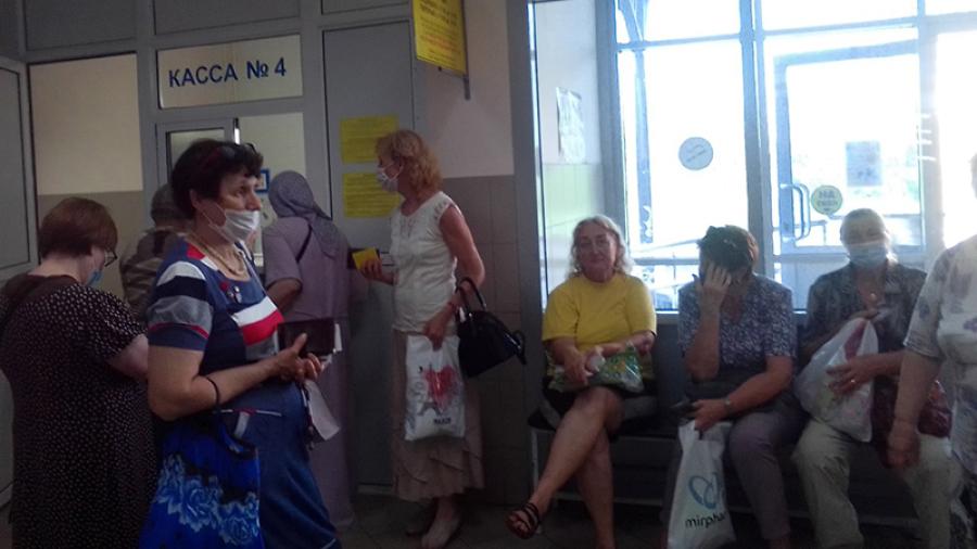 Обнинские пенсионеры жалуются на очереди в кассе продажи социальных проездных и требуют открыть второй пункт