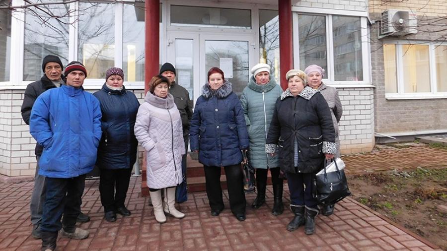 Дворники и уборщицы УК «ПИК-Комфорт» требуют выплатить зарплату
