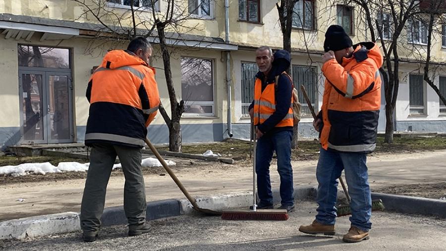 После долгой и снежной зимы коммунальщикам объявили новый челлендж—убери свой город