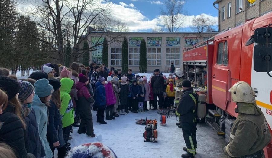 В День гражданской обороны спасатели провели открытый урок в 4-ой школе