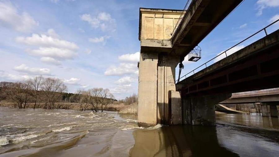 Пошло вниз: шандоры на обнинской плотине решили не открывать из-за падения уровня воды
