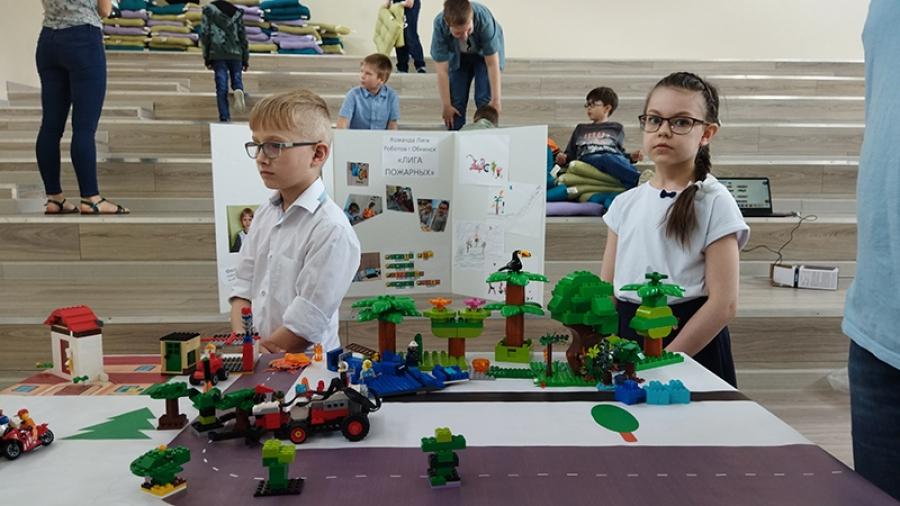 В «Кванториуме» прошел региональный этап Всероссийской робототехнической олимпиады WRO. Итог: четыре обнинские команды поедут на всероссийские соревнования