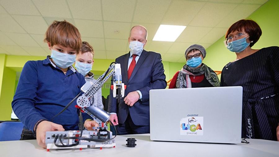 Министр образования региона Александр Аникеев проверил, насколько обнинский «Кванториум» готов к работе