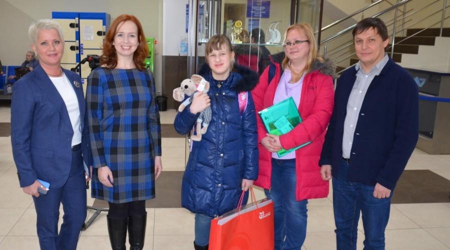 """Благодаря акции """"Елка добра"""" 9-летняя обнинчанка Нелли Алексеева вместе с мамой сейчас путешествует по Казани"""