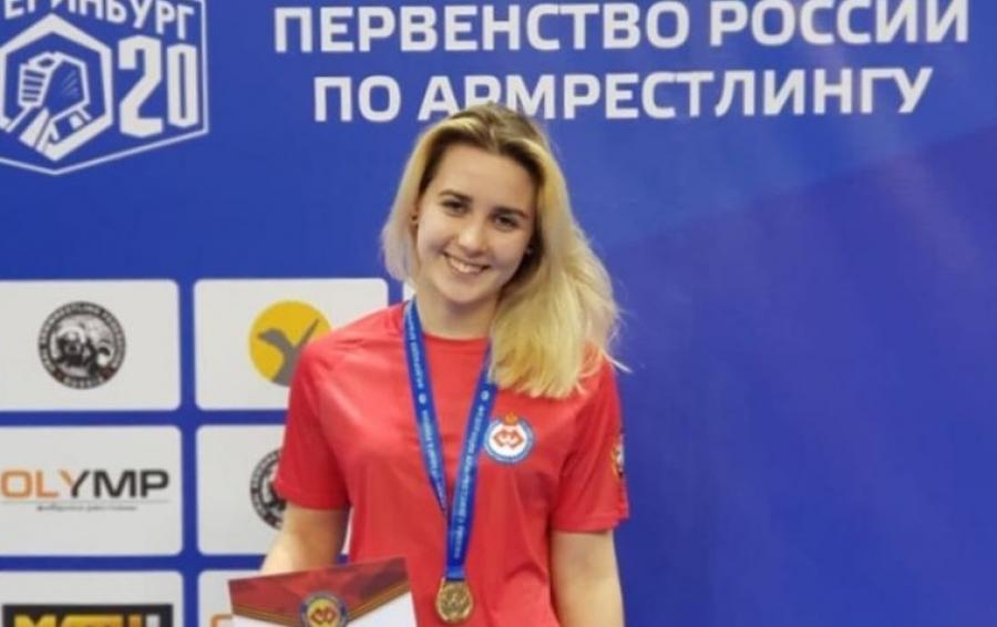 Студентка ИАТЭ взяла золото на первенстве России по армрестлингу